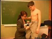 Русская учительница соблазнила молодого студента