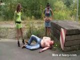Шлюхи на улице обосрали парня