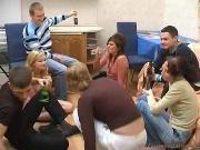Игра в бутылочку пьных русских студентов