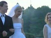 Русскую невесту в день свадьбы пустили по кругу