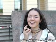 Кучерявую русскую туристку трахнули в парке и забрали трусы