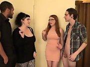 Жена пригласила друзей в гости для свинг секса МЖМ
