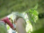 Две девки дрочат парню в кустах
