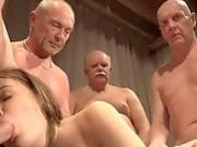 Пять стариков ебут молоденькую девушку