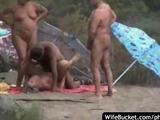 Свингеры нудисты жарко трахаются на отдыхе в Крыму