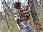Порно с обезьяной в лесу со семяизвержением на лицо девушке