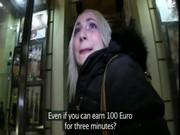 Блондинку за деньги нагнули в подъезде