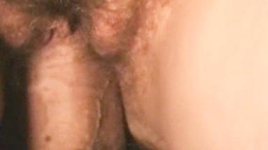Кремпай в волосатую пизду жены крупно