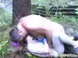 Отец насилует дочь в лесу