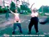 Пьяные русские девушки раздеваются на улице